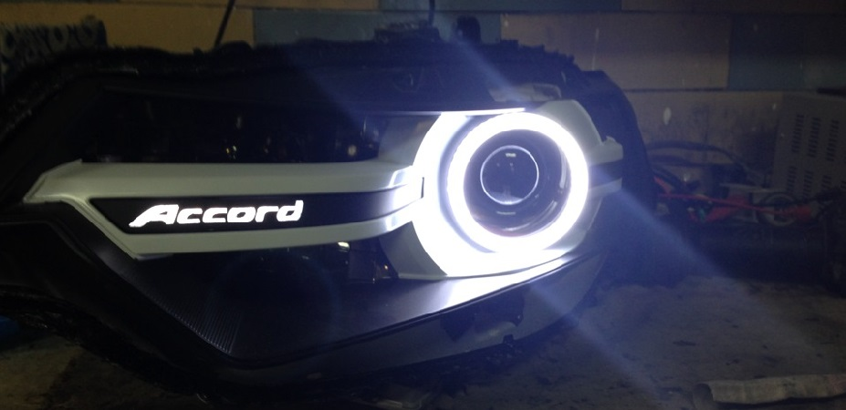 Замена ламп в фарах Honda Accord 7 2005-2008