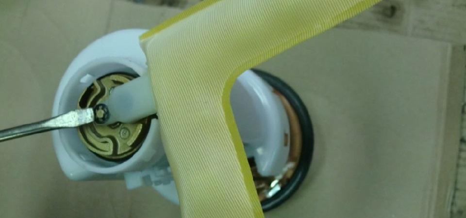 Замена топливного фильтра на Toyota Yaris, Verso, Funcargo
