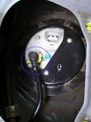Toyota Yaris замена топливного фильтра: рис. 5