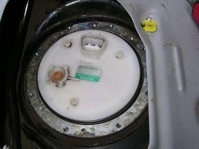 Toyota Yaris замена топливного фильтра: рис. 6.2