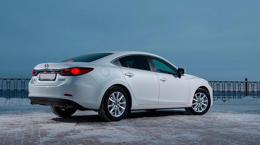 Красотка Mazda 6 в зимнее время