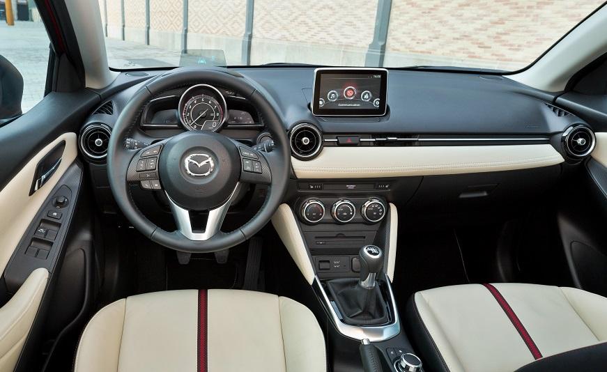 Mazda 2 2016 salon