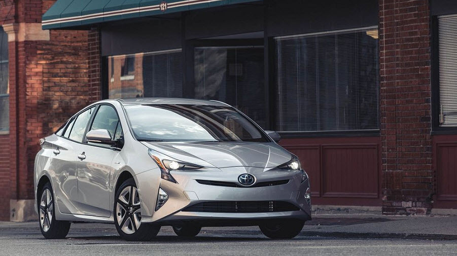 Обзор обновленной Toyota Prius 2018 года: гибридный хит или техническое фиаско?