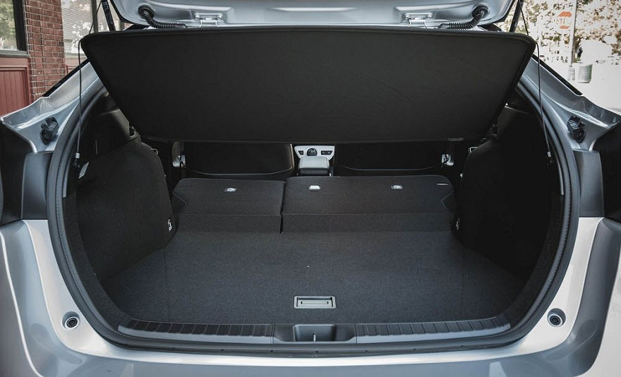 toyota prius 2018 фото багажника