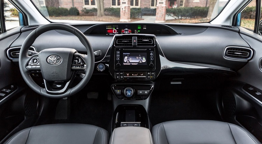 салон toyota prius 2019 с левым рулем